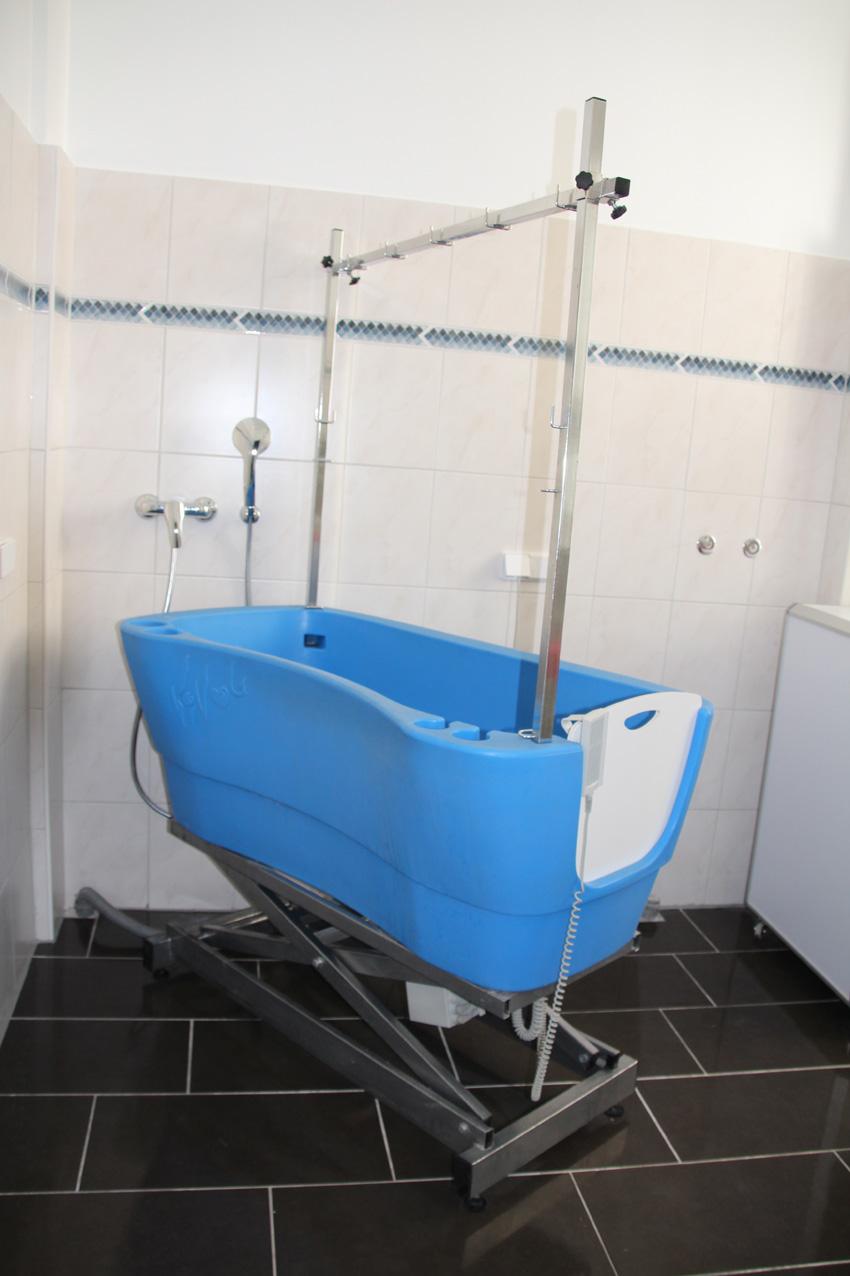 moderne, hygienische Wanne mit bequemen Einstieg